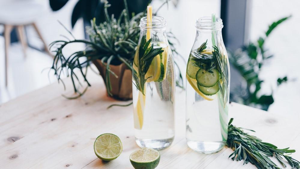 Wasser mit Limetten