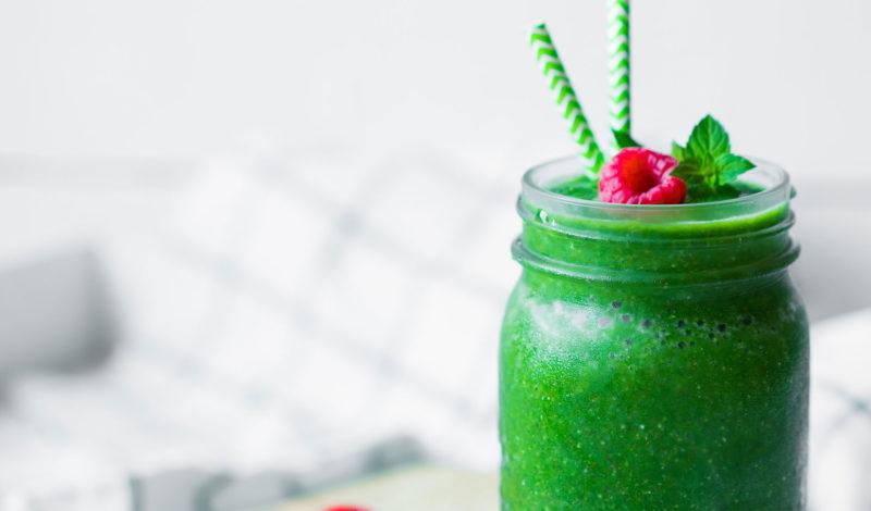 Entgiftende Lebensmittel. Grüner Smoothie.