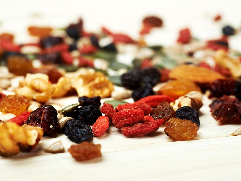 Verdauung anregen Tipp 1 Beeren und Nüsse